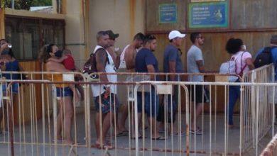 Foto de Sem máscara, passageiros se aglomeram em fila da travessia Salvador – Mar Grande