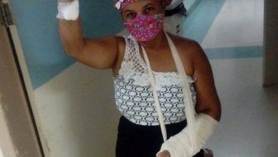 Foto de Mulher vítima de tentativa de feminicídio pelo companheiro em Aratuípe deixa o Hospital Regional