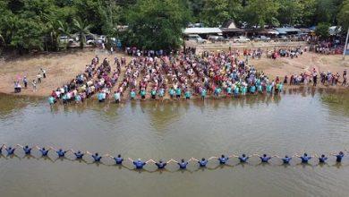 Foto de Igreja tailandesa registra batismo recorde apesar da pandemia