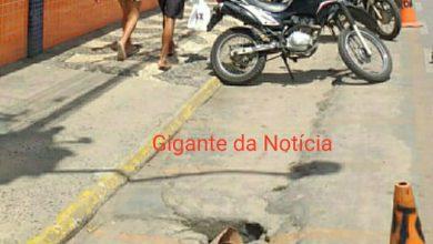 Foto de SAJ: Buraco em calçada deixa esgoto a céu aberto e causa indignação