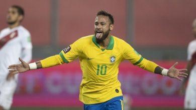 Foto de Brasil vence o Peru de virada e mantém 100% nas Eliminatórias; Neymar em noite histórica