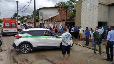 Foto de Vídeo: Taxistas e familiares prestam última homenagem ao taxista morto dentro de carro em Santo Antônio de Jesus