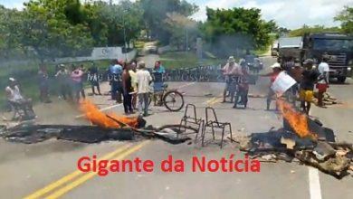 Foto de Vídeo: Moradores da Nova Canaã interditam BA-046 em protesto contra despejo das famílias