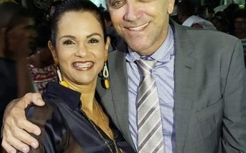 Foto de Prefeito de Conceição da Feira e esposa são encontrados mortos em condomínio de luxo