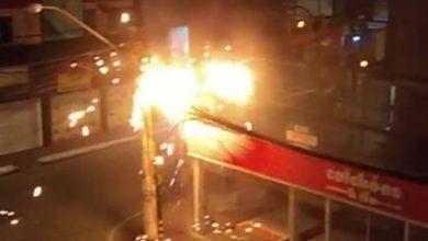 Foto de SAJ: Fachada de loja é atingida pelo fogo após curto circuito em poste nas 04 Esquinas