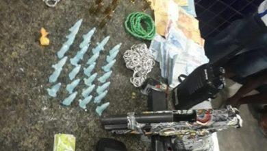Foto de SAJ: Três homens foram presos com arma e droga no Bairro Santa Terezinha