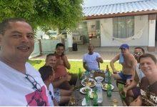 Foto de Foto de prefeito de SAJ com vereador, deputado estadual e empresários viraliza em redes sociais e causa indignação no povo. Entenda