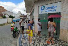 """Foto de Fala Povo: Pessoas esperam em filas enormes por atendimento na Coelba de SAJ e reclamam de descaso: """"ficamos embaixo do sol"""""""