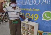 Foto de Há 5 anos vendendo livros de cruzadinha, idoso aproveita para levar a palavra de Deus as pessoas