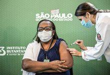 Foto de Enfermeira de São Paulo é a primeira ser vacinada no Brasil