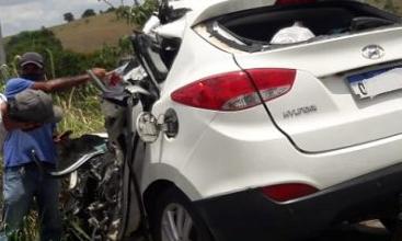 Foto de Morre no Hospital Regional motorista de acidente entre carro e caminhão na BR-101 em Conceição do Almeida