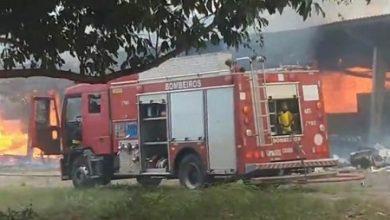 Foto de Cruz das Almas: Bombeiros controlam incêndio na sede do DNIT