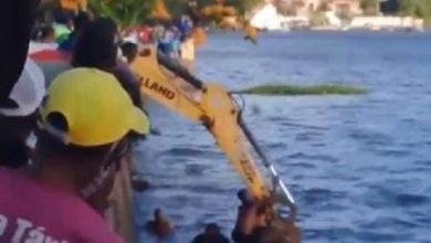 Foto de Criança é resgatada por retroescavadeira após carro cair no Rio Paraguaçu em Cachoeira