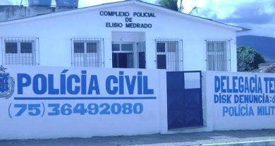 Foto de Homens armados assaltam em Elísio Medrado e levam celulares e motocicleta