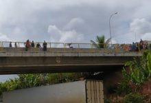 Foto de EXCLUSIVO: Bombeiros e Polícia Militar se unem para salvar mulher em viaduto; veja o vídeo