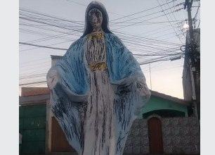 Foto de Imagem de Nossa Senhora das Graças amanhece pichada em Santo Antônio de Jesus
