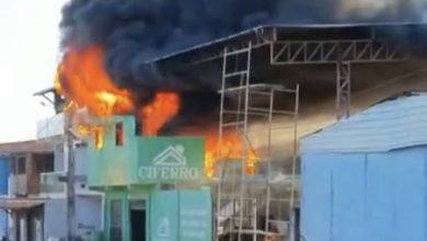 Foto de Valença: Depósito de materiais de construção pega fogo