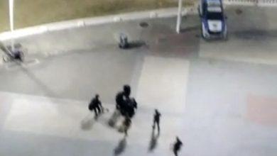 Foto de Soldado da PM que surtou é baleado no Farol da Barra, após troca de tiros