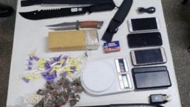 Foto de Suspeito pela morte de policial em Arembepe é capturado; armas e drogas foram apreendidas