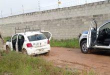 Foto de SAJ: Homem é encontrado morto dentro de carro no fundo da Inaclap; polícia está no local