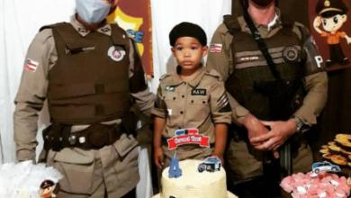 Foto de Polícia Militar realiza sonho de criança de 4 anos no seu aniversário na cidade de Dom Macedo Costa