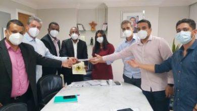 Foto de Deputado Robinson, Orlandinho e vereadores formalizam pedido para implantação de SAC em Cruz das Almas