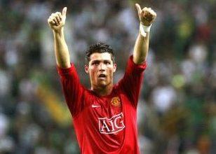 Foto de Cristiano Ronaldo é do Manchester United; assinará contrato por duas temporadas