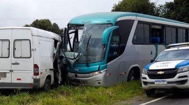 Foto de Grave acidente entre ônibus e van é registrado, entre São Felipe e Conceição do Almeida