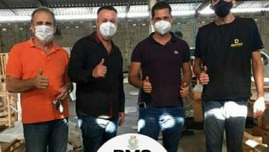 Foto de Dom Macedo Costa: Prefeito e vereador acompanharam treinamento na Fábrica de Estofados em SAJ
