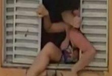 Foto de Mulher grávida tenta se jogar de apartamento para fugir do marido