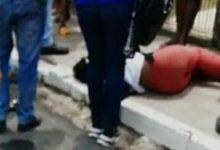 Foto de SAJ: Acidente entre moto e carro na Av. Barros e Almeida; mulher tem perna fraturada